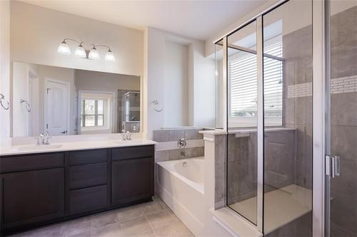 Bathroom-in-Pacesetter - Faber II-at-Crosswinds-in-Kyle