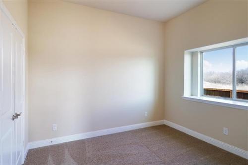 Empty-in-Pacesetter - Serravalle-at-Woodridge-in-Oak Point