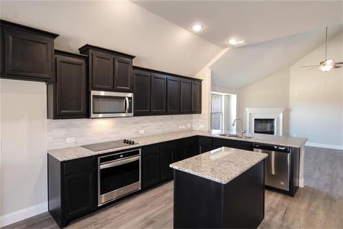 Kitchen-in-Pacesetter - Alamosa-at-Woodridge-in-Oak Point