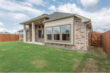 Rear-Design-in-Pacesetter - Sandstone I-at-Creek Crossing-in-Melissa