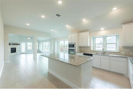 Kitchen-in-Pacesetter - Spicewood-at-Creek Crossing-in-Melissa