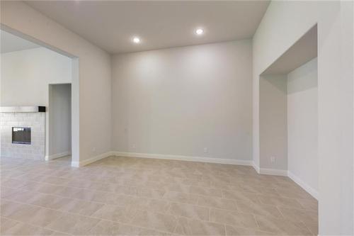 Empty-in-Pacesetter - Sandstone I-at-Woodridge-in-Oak Point