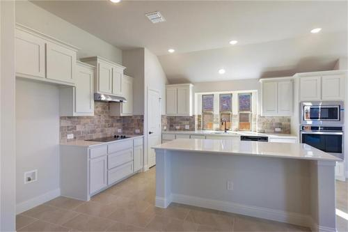 Kitchen-in-Pacesetter - Sandstone I-at-Woodridge-in-Oak Point