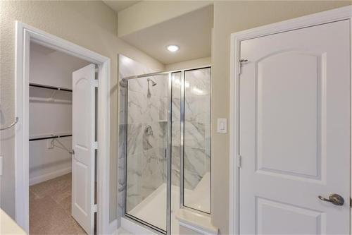 Bathroom-in-Pacesetter - Sandstone II-at-Woodridge-in-Oak Point