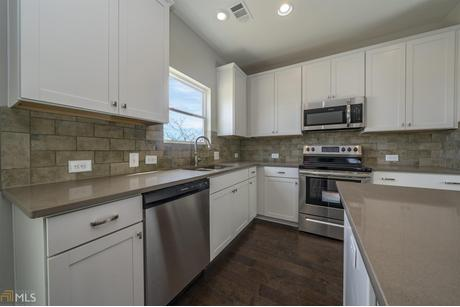 Kitchen-in-Oakmont-at-Traditions of Braselton-in-Jefferson