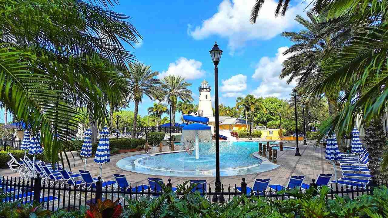 MiraBay Resort