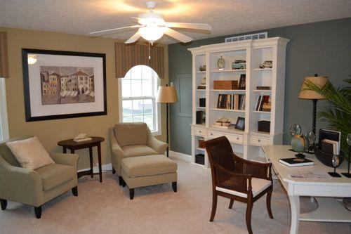 Study-in-Saratoga Villa-at-Siedel's Landing Villas-in-Strongsville