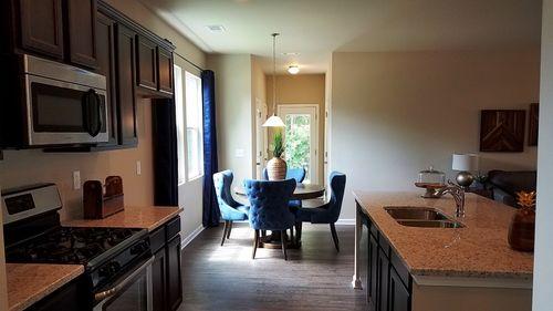 Breakfast-Room-in-Savannah-at-Summerlin-in-Newnan