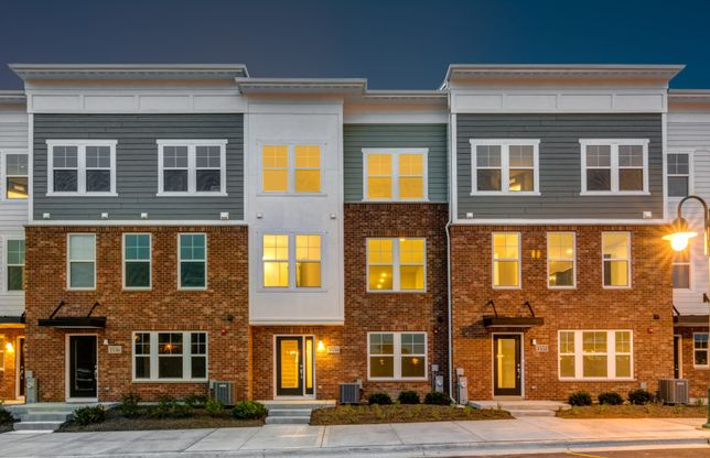Lakeview:Townhome Exterior