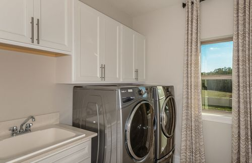 Laundry-in-Casoria-at-Lake Emma Sound-in-Lake Mary