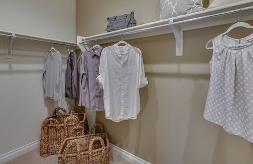 Closet-in-Abbeyville-at-Sumerlyn-in-Auburn Hills
