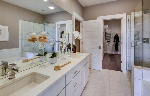Bathroom-in-Bayport-at-Sumerlyn-in-Auburn Hills