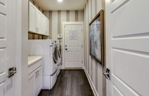 Mud-Room-in-Bayport-at-Sumerlyn-in-Auburn Hills