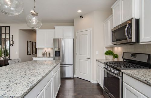 Kitchen-in-Riverton-at-Olmsted-in-Huntersville