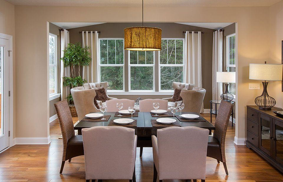 Dining-in-Maple Valley-at-Brookview Manor-in-Galena