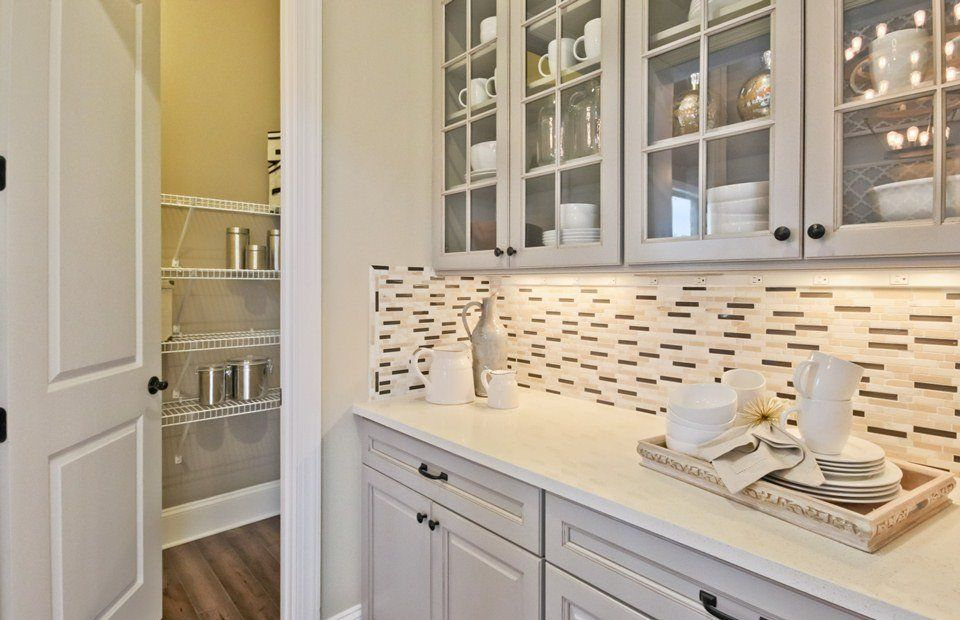Wet-Bar-in-Foxmoor Basement-at-Taramore-in-Brentwood