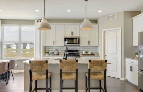 Kitchen-in-Linwood-at-Southridge- Expressions Collection-in-Woodbury