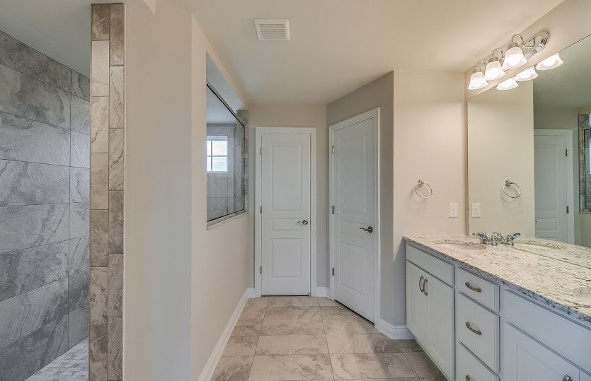 Bathroom-in-Deer Valley-at-Bald Mountain-in-Lake Orion