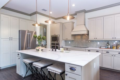 Kitchen-in-Millhall-at-Palisades-in-Clermont