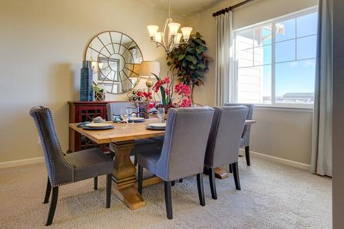 Dining-in-The Jamestown II- Meadows Collection-at-Prairie Star-in-Berthoud