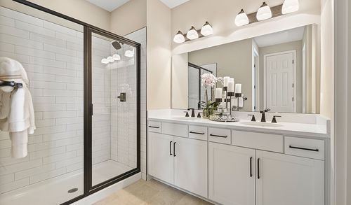Bathroom-in-Jasper-at-GreyHawk-in-Middleburg
