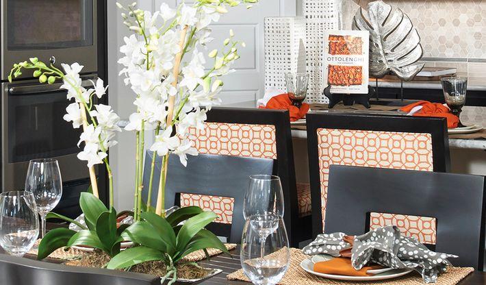 Standard series 3 - Alexa-Dining-white-brown-orange:Kitchen nook