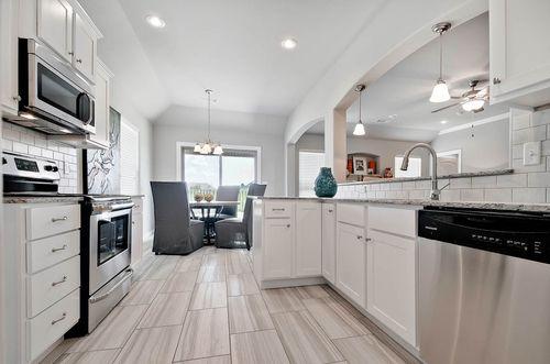 Kitchen-in-1358-at-Sloanbrooke-in-Fayetteville