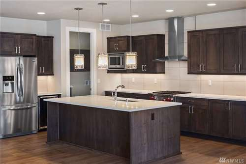 Kitchen-in-The Summit-at-Heritage Grove-in-Puyallup