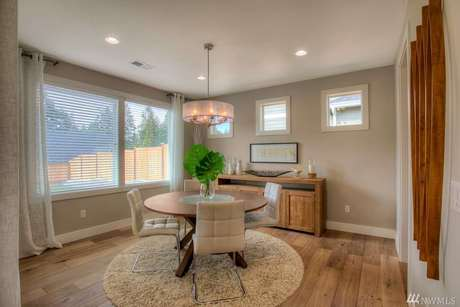 Breakfast-Room-in-The Avalon-at-Newberry Trails-in-Puyallup