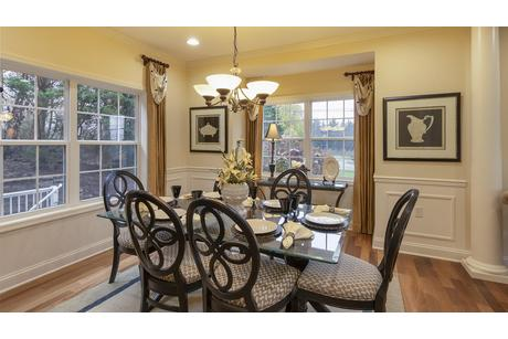 Dining-in-Amesbury-at-Rolling Hills North-in-Duncansville