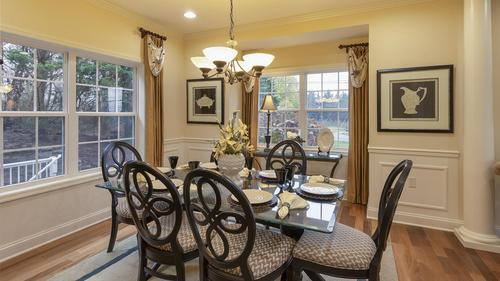 Dining-in-Amesbury-at-Kingswood-in-Chambersburg