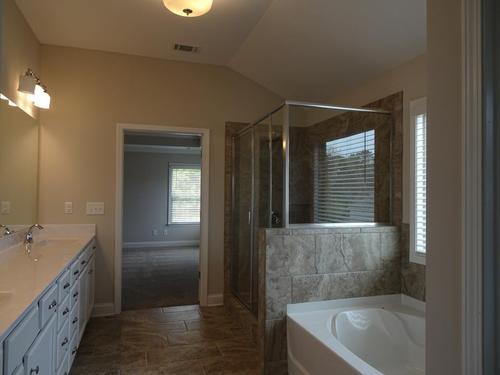 Bathroom-in-Rosewood-PC-at-Pebble Creek-in-Watkinsville