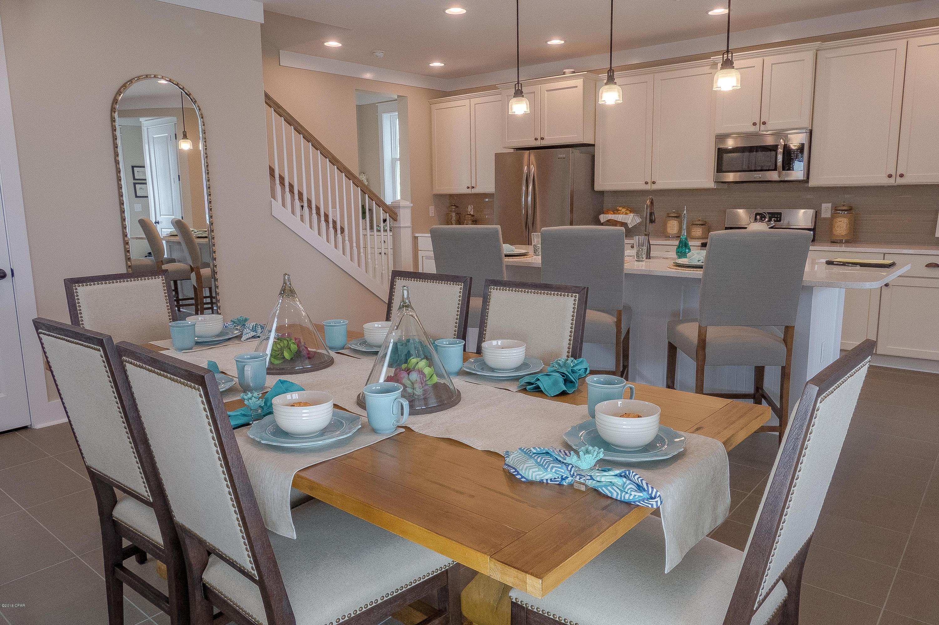 Dining-in-1709 Discovery Loop-at-SweetBay-in-Panama City