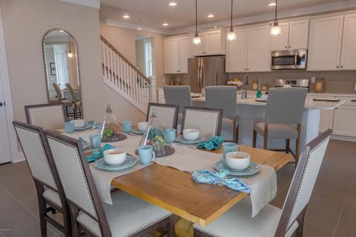 Dining-in-1805 DISCOVERY Loop-at-SweetBay-in-Panama City