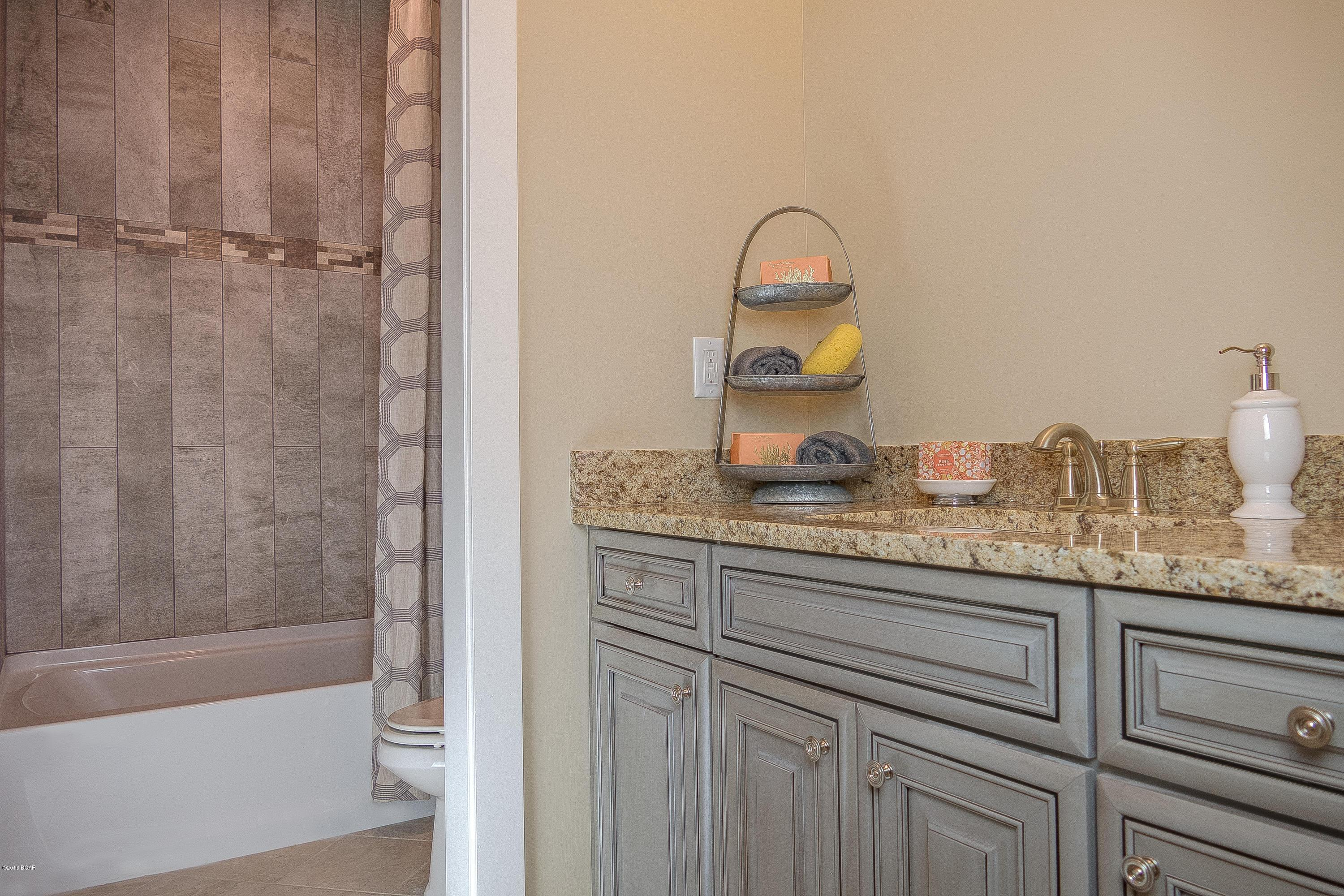 Wet-Bar-in-1836 DISCOVERY Loop-at-SweetBay-in-Panama City