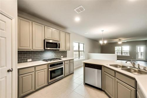 Kitchen-in-Brookstone II-at-Sutton Fields-in-Celina