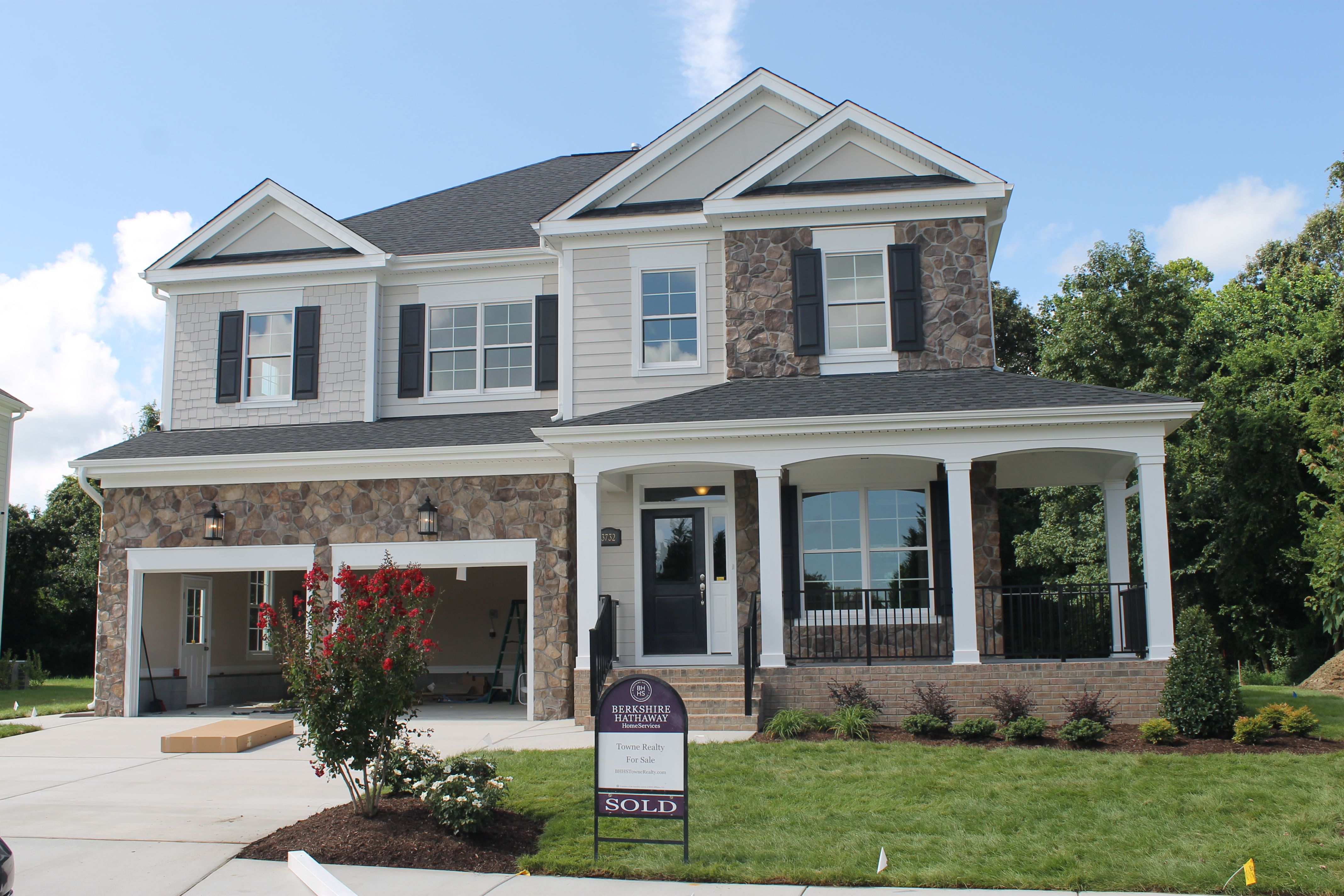 'Sasser at The Waterfront at Parkside' by Sasser Construction LC  in Norfolk-Newport News