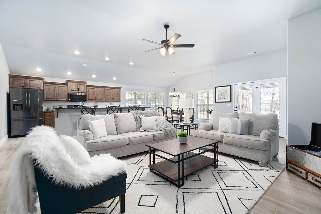 Living Area featured in the 2300KI Series By Schuber Mitchell Homes in Joplin, MO