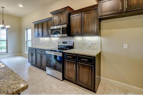 Kitchen-in-1650KI Series-at-Orchard Park-in-Centerton