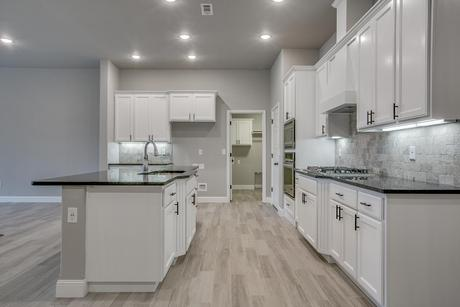 Kitchen-in-2500 Series-at-Orchard Park-in-Centerton