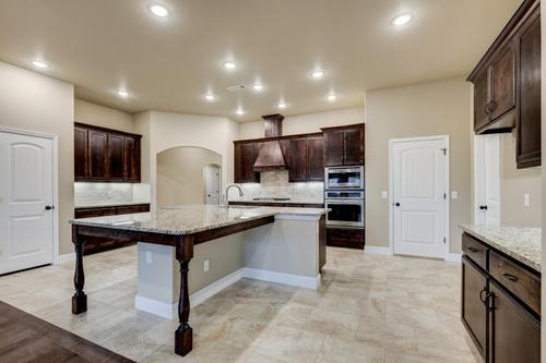 Kitchen-in-2600T Series-at-Orchard Park-in-Centerton