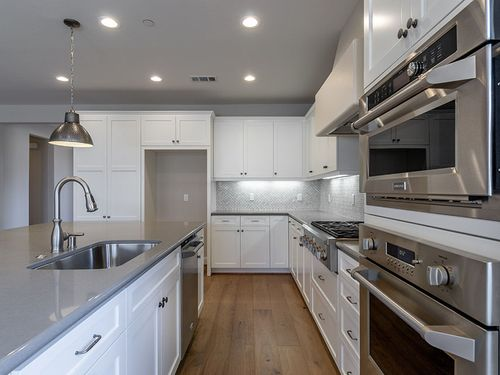 Kitchen-in-Harmony-at-Trilogy at Monarch Dunes and Monarch Ridge Town Homes-in-Nipomo