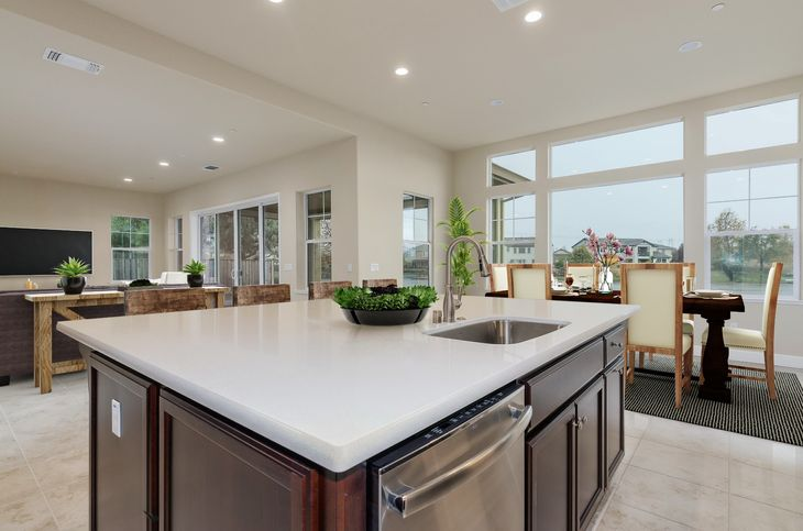 Shoreline Plan 3 and 4 Summer Lake Kitchen:Plan 3 Kitchen