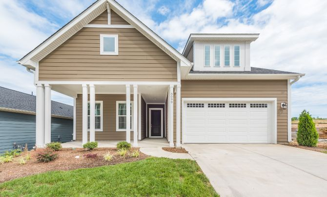 Trilogy Lake Norman Quick Move In Graham with Loft:Exterior