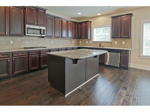 Kitchen-in-Richmond-at-Georgian Park-in-Dallas