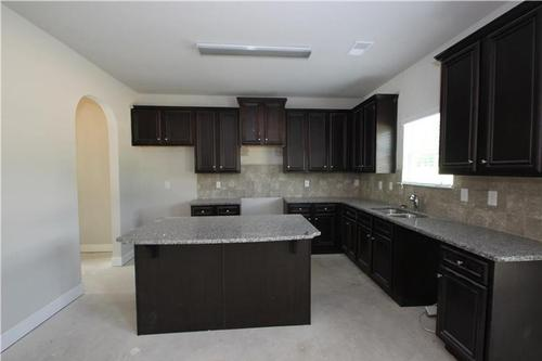 Kitchen-in-Chesney-at-Harvest Mill-in-Conyers