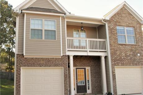 Front-Porch-in-Americus-at-Kings Lake Townhomes-in-Austell