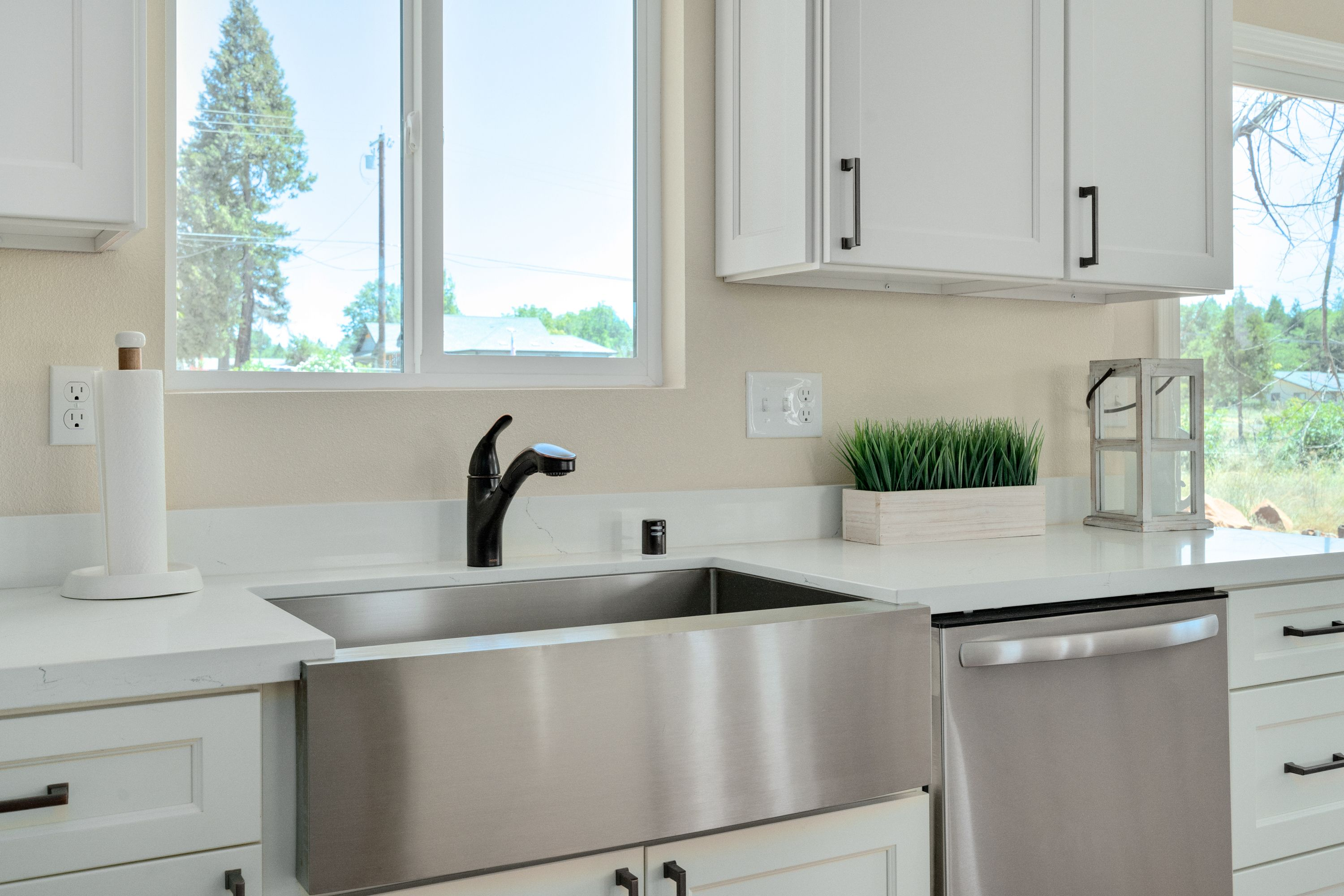 Kitchen featured in the 1372 Parkway Dr By Silvermark Luxury Homes in Chico, CA