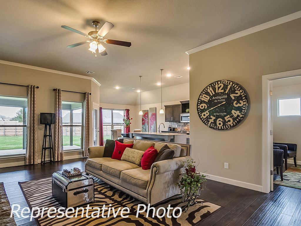 Greatroom-and-Dining-in-Raleigh-at-Breitling Village-in-Jenks