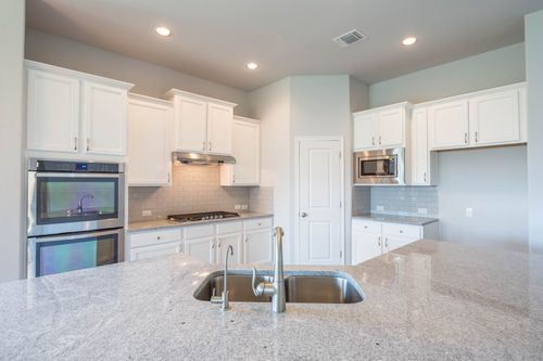Kitchen-in-Pearl-at-Rancho Sienna-in-Georgetown